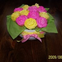 Cupcake Bouquet   Cupcake bouquet. Cupcakes are airbrushed.