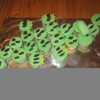 Alligator Cupcakes Bony plates: is made of chocolate cookies cut in triangle shapes . Eyes: made of 2 marshmallows and cover with butter cream and brown M&amp...