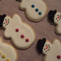 Frosty The Snowman The snowmen has edible glitter dusted on it. When you move the cookie a little, it picks up the light and looks like frost.