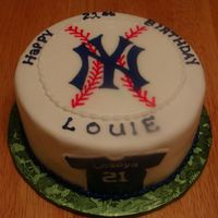 "Yankees 8"" vanilla with bc frosting, logo & shirt are FBCT. Thanks for looking"