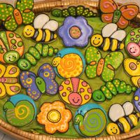 Bugs In A Basket New to cookie decorating. Addicted to Cake Central gallery pictures. Thanks for the great ideas.