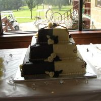 020.jpg here is my second wedding cake. Sorry the picture is so bad