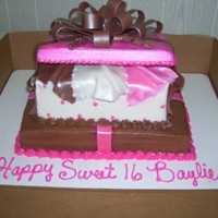 Gift Box Cake All Buttercream / Fondant Bow