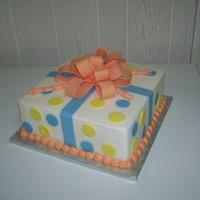 Girt Box Cake Buttercream / Fondant bow