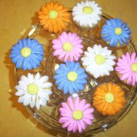 Spring Flower Cupcakes Saw this right here on CC and couldn't wait to make them. LOVE the way they look. Perfect for Spring and Summer.