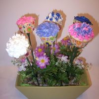Teacher Appreciation Cupcake Bouquet This was made for the kids teachers at the end of the year last year, it was a big hit.
