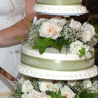 Green_Wedding_Cake.jpg 14, 10, 6 Rounds w/Buttercream icing and white cake with orange flavoring (brides request). With double layer ribbon and fresh flowers. It...