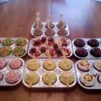 Tv Dinner Cupcakes I can't take credit for this idea. I saw it in the book Hello Cupcake (if you haven't seen this book, check it out, there are a...