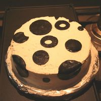 A Thank You Polka Dot Cake For My (Male) Coworkers WIth a lot of inspiring ideas from ccmembers - the cake finally turned out to be a polka dot cake. If you think the icing looks nice - that...