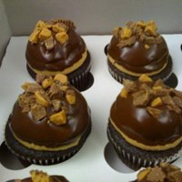 Peanut Butter Cup Cupcakes Chocolate cake with peanut butter mousse filling, topped with peanut butter buttercream, chocolate ganache and crushed peanut butter cups (...