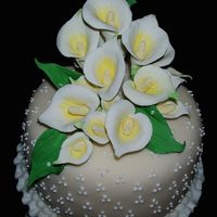 Calla Lily Cake Topper The topper of the cake.