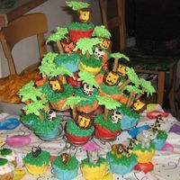 L Birthday This cake was for 1 of my twin grandsons Birthday Party.I got the idea from the cover of a wilton magazine.