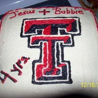 Ttu Fan's 4 Yr Wedding Anniversary This is a yellow cake and butter cream frosting, tried to do a bcft but it didn't work so had to do it by hand! Not too bad if I says...