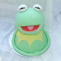 Kermit My attempt at kermit. Thank you so much Kitagrl - your cake was my inspiration. Thanks for looking.