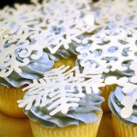 Snowflake Cupcakes buttercream swirl with candy melt snowflake