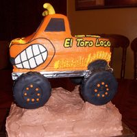 El Torro Loco Monster truck...My first attempt. Buttercream with fondant accents.