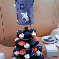 Debbie Brownish Cupcake Tree Halloween cupcakes for my daughters Pre school class. Dummy topper.