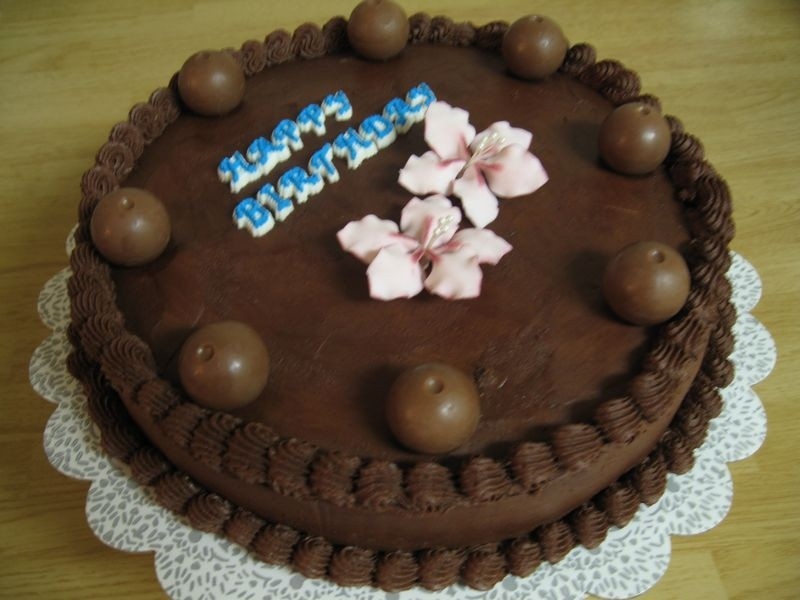 Tn1Img_0544.jpg Chocolate cake with chocolate BC and gum paste flowers