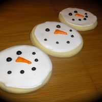 Snowman Cookies These were for my son's class party... so simple yet so cute... thanks CC! NFSC and Antonia's icing