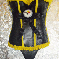 Superbowl Xlv Steelers Vs. Packers Bridal Shower 2 t shirt 3/4 full put together with a little trimming off the sides. The trimmed sleeves are used for the panties. The vines Wilton mat...