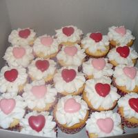 "Valentine's Cupcakes Icing ""flowers"" with candy hearts"