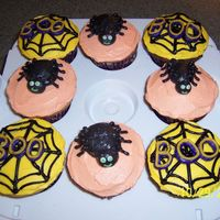 Halloween Cupcakes These were last minute cupcakes for my daughters school party. All bc.