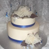 Ivory & Electric Blue last minute wedding cake order, the colors are ivory and electric blue for the wedding so this is what i came up with. the flowers are a...