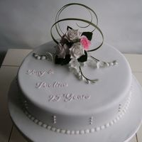 Sany0212.jpg anniversary cake with sugar flowers