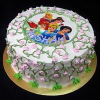 Princesses vanilla & strawberry spongecake with buttercream deco & edible image on sugar paper