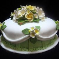 White & Green Fondant Cake 2 layers of sugarpaste