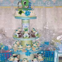 Kids Cupcake Tree Grandson's 1st birthday.......Turtle Prince DominicI did the pics to match the theme.