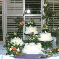 03-18-2006_072310Pm.jpg I think the flowers made this cake......a friend of the bride grew all of these flowers....all different colors and flowers