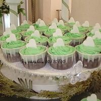 Green Cuppies A first time someone requested for a green concept. Came up with the idea of white hearts which I feel complements any frosting colour....