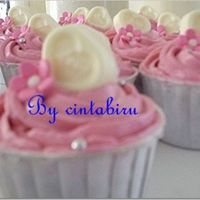 Pink Love With white chocolate topper. Thanks for viewing!