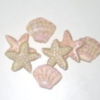 Sea Shells I made these tiny shells for a beach wedding. I used luster powder and also edible markers to add some fun details on these.