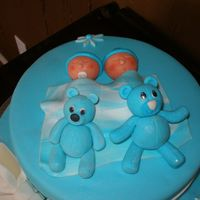 Twins Baby Shower Cake   A close up of the babies and bears