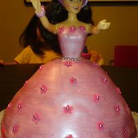 Dsc00428.jpg doll cake i made for a friend's daughter..first time making it and i had a few problems like fondant is too soft, cake taking a long...