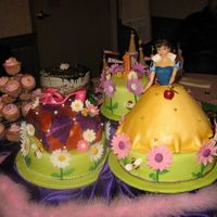 Spring Princess...again... i replaced the first photo due to sharpness...this was inspired by one of the cakes from sugar creations...emma taught me the painting...