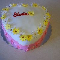 Daisy Cake Cake made of fondant and buttercream, with pastrycream filling and fondant daisies.