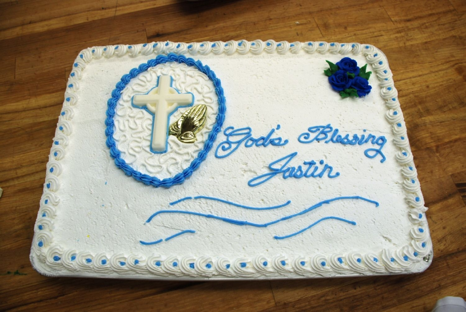 Boy Baptism Here is a cake I made for a boys baptism this weekend. I used regular buttercream frosting and did Cornelli Lace around the cross.