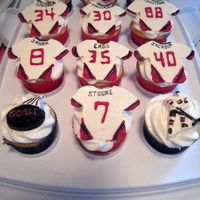 Hockey Cupakes Cupcakes for the end-of-season party. Chocolate jerseys.