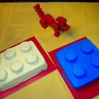Lego Cake This is a Lego Cake i made for my sisters birthday. The top pieces of the Lego are Ringdings covered in Icing.
