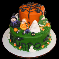 Halloween Kids Fondant accents on buttercream.....Thank you for looking! :)