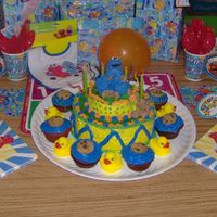 Hpim0977.jpg My second attempt at a Bday cake. It was for my son's 1st birthday.