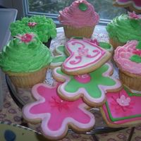 Decorated Flower And Hearts Cookies   I made these cookies to go with a one year old matching birthday cake.