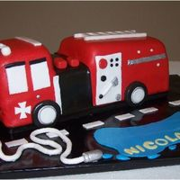 Nicolas' Birthday Cake Firetruck is covered with fondant. All details are fondant+gumtex.