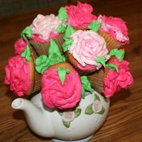 Cupcake Bouquet This is my version of the bouquet. borrowed my moms teapot for it.