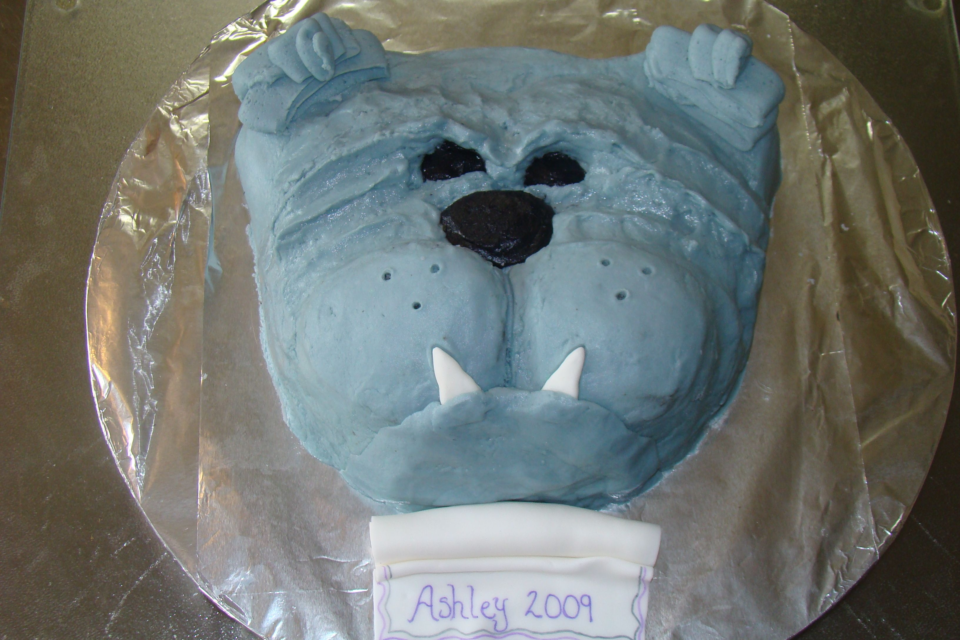 Spikebulldog Darn good chocolate with vanilla buttercream. For my nieces graduation the school mascott is a bulldog. TFL
