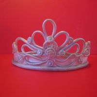 Gumpaste Silver Tiara This is a gumpaste tiara that I made for a sweet 16 birthday cake coming up later this week.
