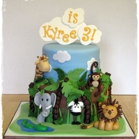 Kyree's Jungle Many ideas for this cake taken from cakes on CC and on the web. Thanks to everyone. Vanilla cake w/vanilla buttercream and dulce de leche...